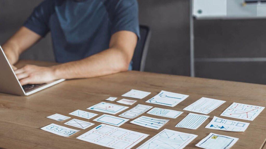 jak projektować szkolenia e-learningowe